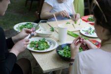 Kulinarne warsztaty międzypokoleniowe_Zielony Jazdó_Kwiaty jadalne_Fundacja ZACZYN-19