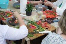 Kulinarne warsztaty międzypokoleniowe_Zielony Jazdó_Kwiaty jadalne_Fundacja ZACZYN-20