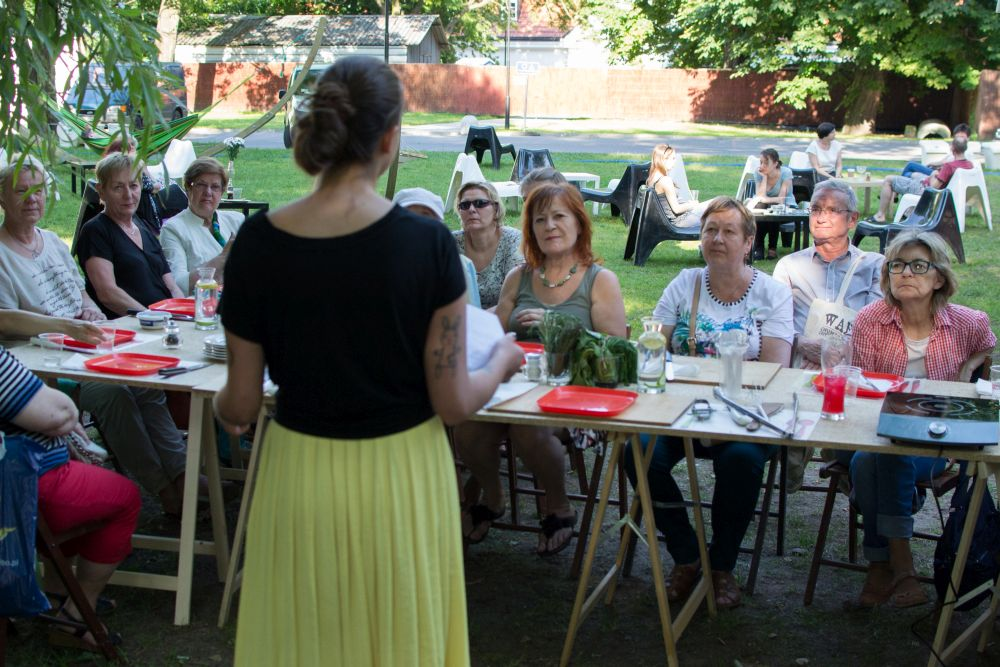 Kulinarne warsztaty międzypokoleniowe_Zielony Jazdó_Kwiaty jadalne_Fundacja ZACZYN-9
