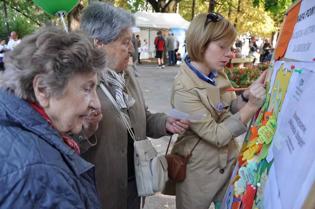 Piknik MiędzynarodowyDzień Osób Starszych, Ogród Saski 2014 - Fundacja ZACZYN  (101)