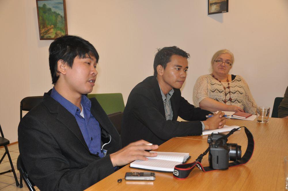 Birmańczycy na spotkaniu Zdaniem Seniora-1