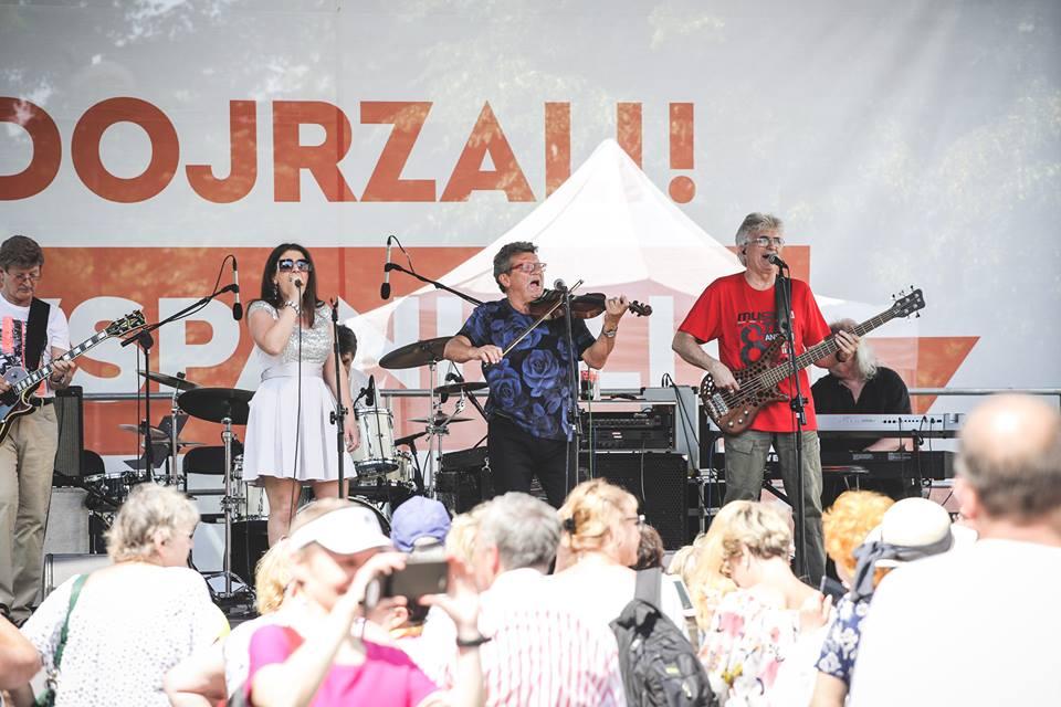 Parada Seniorów 2016 i Piknik Pokoleń 2016 fot. Magdalena Starowieyska i Darek Golik (77)
