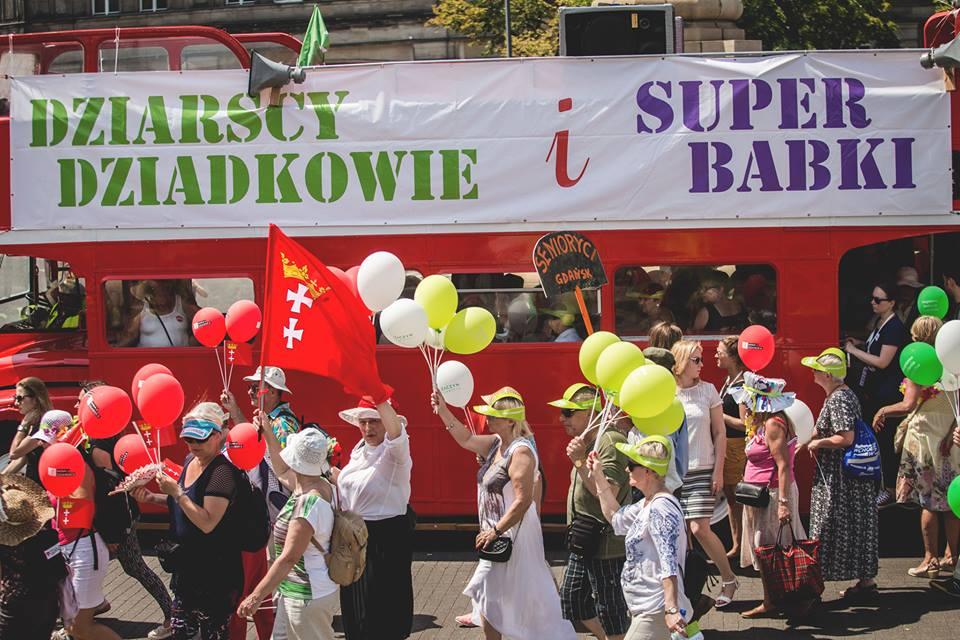 Parada Seniorów 2016 i Piknik Pokoleń 2016 fot. Magdalena Starowieyska i Darek Golik (87)